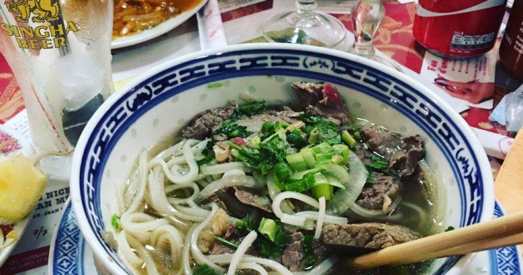 Soupe Pho spécialité vietnamienne au restaurant Lao Viet